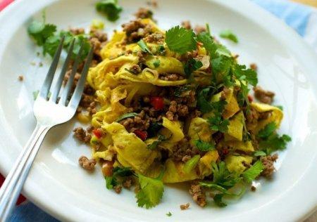 рецепты салата с курицей и с блинчиками и кукурузой