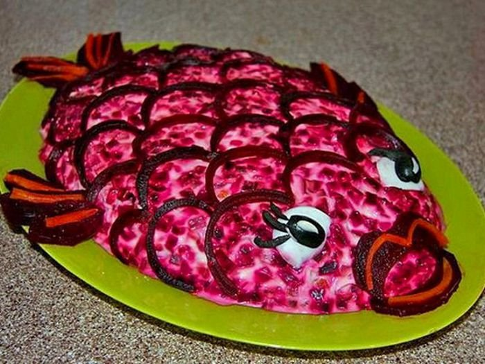 Селедка под шубой с маринованными огурцами, пошаговый рецепт с фото