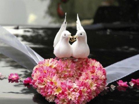Украшение лентами на свадебную машину