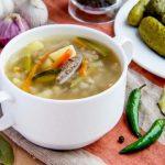Рассольник с перловкой и солеными огурцами, рецепты с фото пошагово
