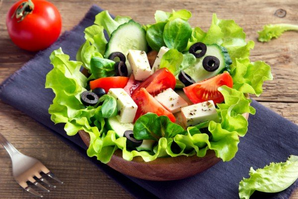 """Салат """"Греческий"""" с брынзой, классический рецепт с фото"""