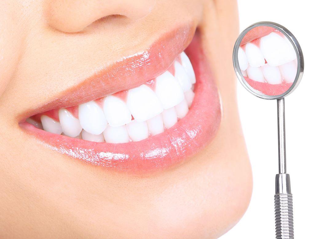 Как отбелить зубы с помощью соды: полезные советы