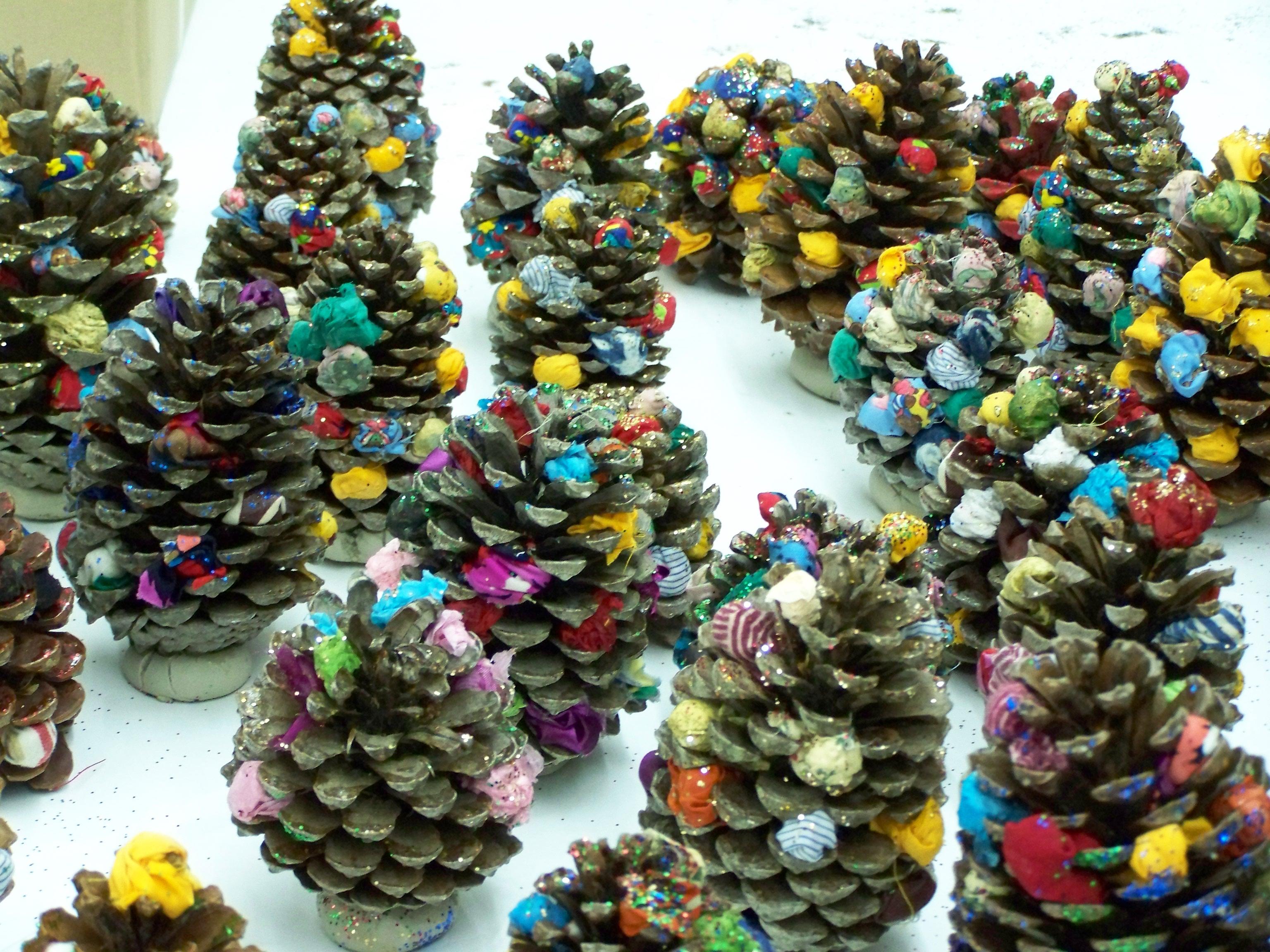 Новогодние поделки из шишек своими руками фото схемы