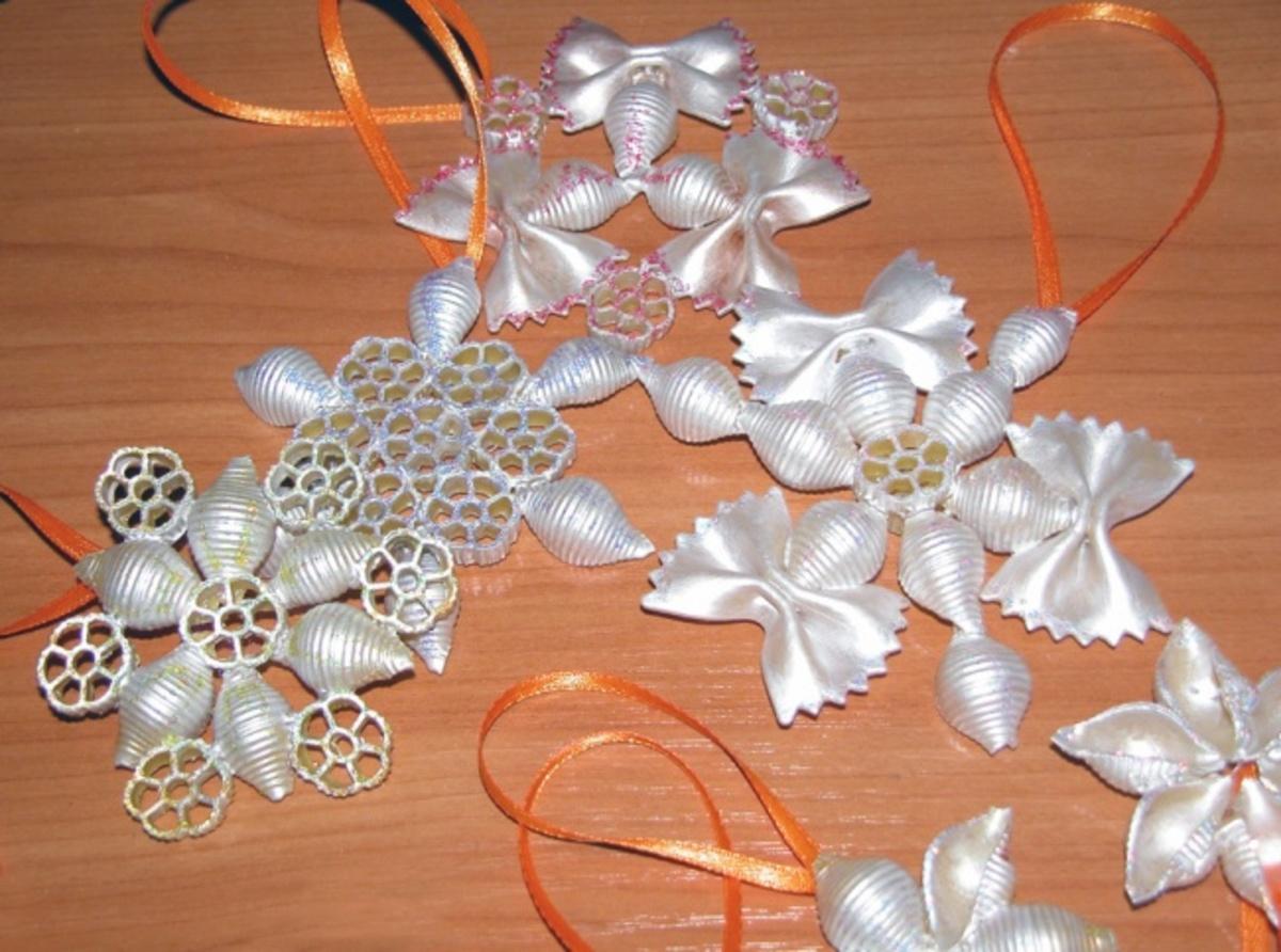 Простые ёлочные игрушки своими руками из подручных материалов