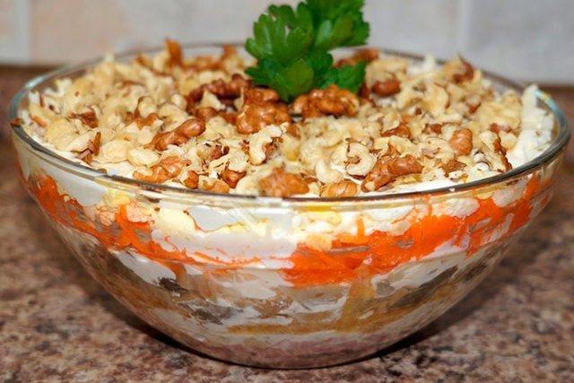 Рецепты новогодних салатов к новогоднему столу , все рецепты салотов с фото, очень вкусные салаты!