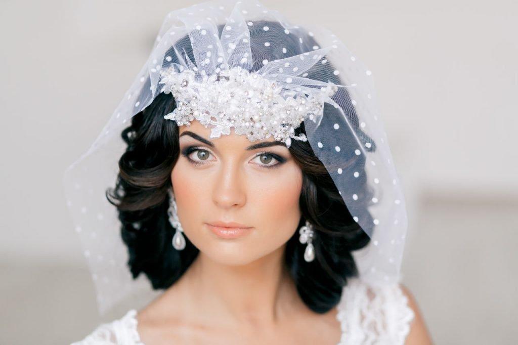 Прически свадебные для невесты на короткие волосы фото
