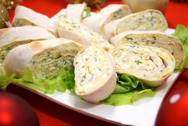 Закуска из лаваша с сыром и зеленью