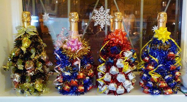 iz-konfet5-15 Бутылка шампанского в новогоднем декоре из пряжи