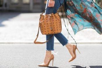 281a0f60f1fe Редакция сайта elleonora.ru призывает вас прислушаться к ведущей «Модного  приговора». Предлагаем познакомиться с женскими трендами в мире модных сумок  ...