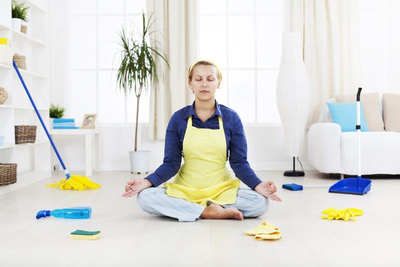 Как убрать квартиру и дом быстро: выбор чистящих средств, лайфхаки