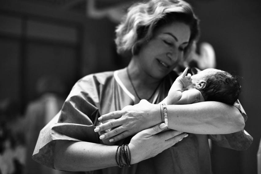 Мама Тимати Симона Юнусова показала, как купает новорождённого Ратмира в раковине на кухне