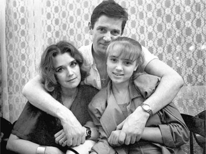 Ирина Алферова с Александром Абдуловым и дочкой