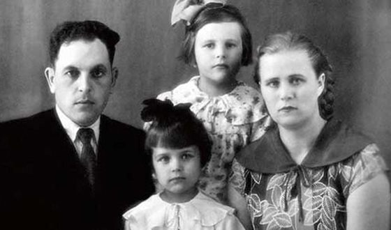 Ирина Алферова со своей семьей