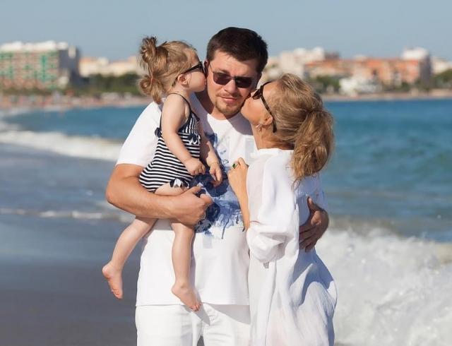 Кристина Асмус с мужем и дочкой