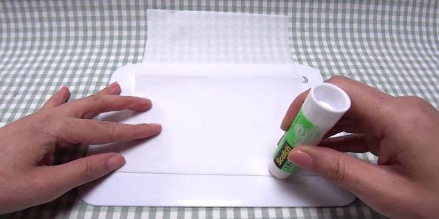 Из бумажного полотенца вырезать прямоугольник размером 20*16 см