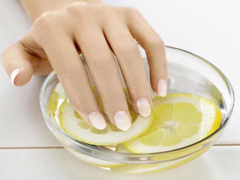 Восстановление ногтей при помощи лимона