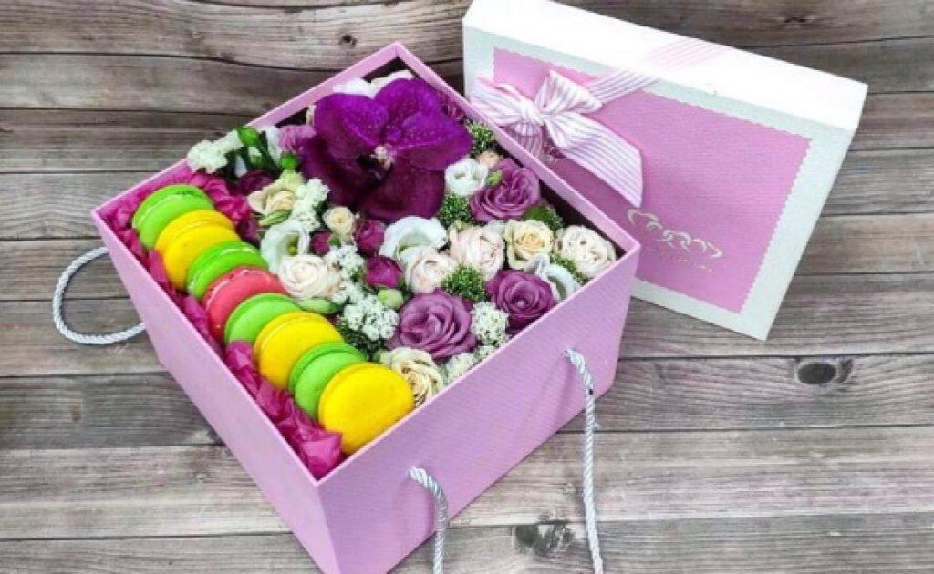 Цветы в коробке: преимущества подарка, как правильно выбрать